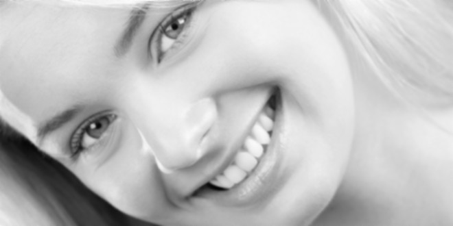 Почему зубы меняют цвет